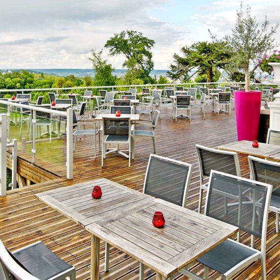 Le Domaine de Béthemont, profitez de la grande terrasse du restaurant, pour déjeuner ou pour vos événements, vue sur le golf